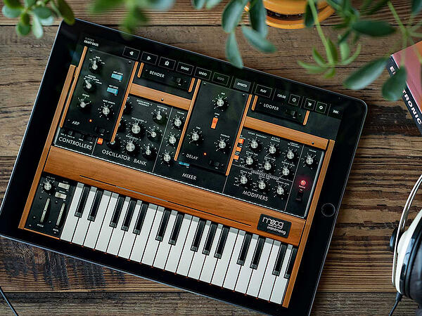 5 ways to stay creative during social distancing - Minimoog Model D iOS app free