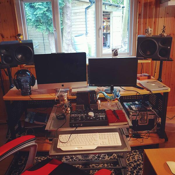 How to start your own mastering company with Tobias Crane - Inside Tobias' studio